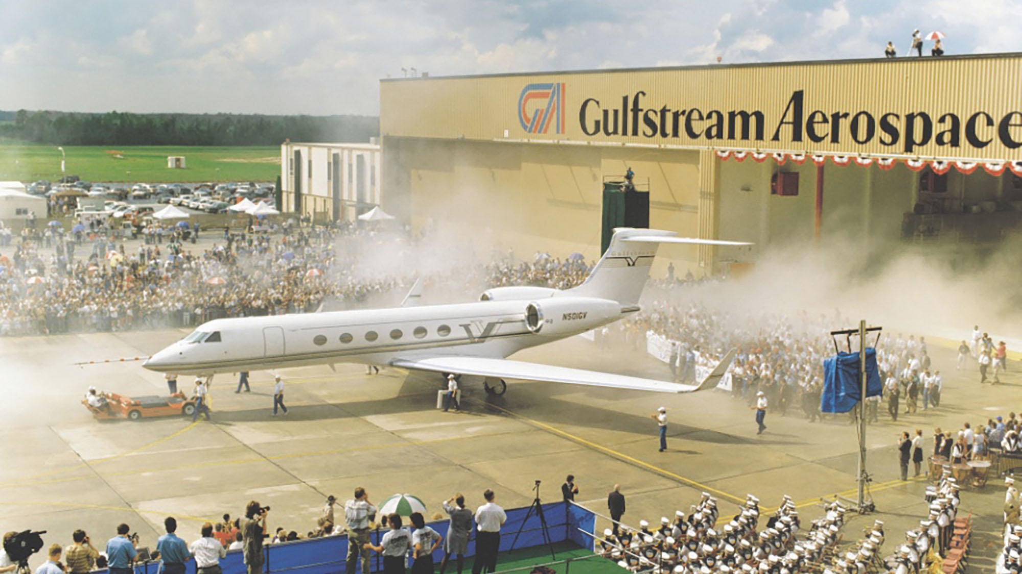 The Gulfstream GV rolls out on September 22, 1995